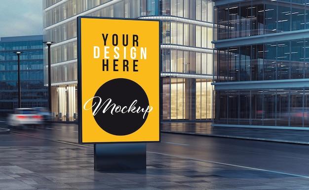 Panneau d'affichage sur la maquette de la rue
