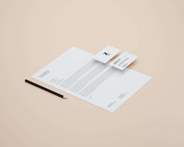 Papier a4 en perspective avec maquette de carte de visite