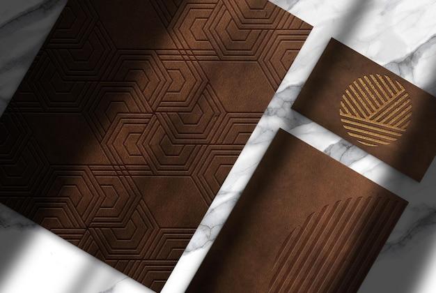 Papier gaufré en cuir de luxe et maquette vue de dessus de carte de visite