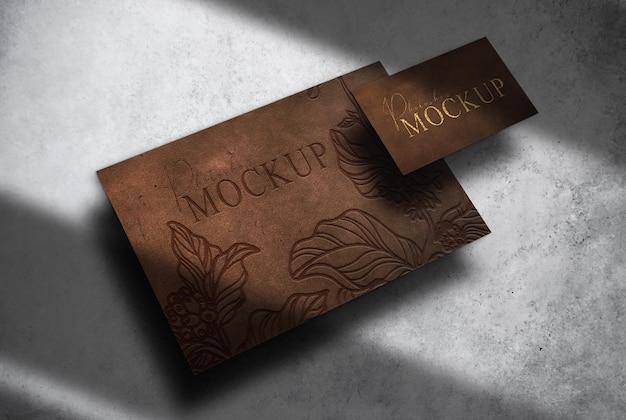 Papier gaufré en cuir de luxe et maquette de vue prospective de carte de visite