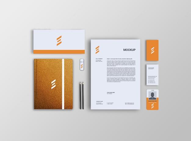 Papier à en-tête, carte de visite, enveloppe et maquette de carnet en cuir