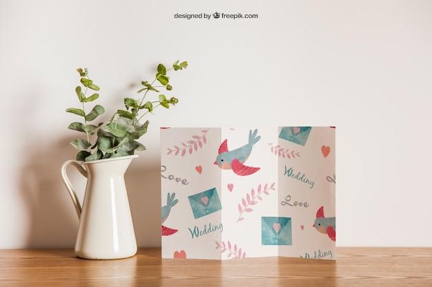 Papier trippy à côté de la fleur