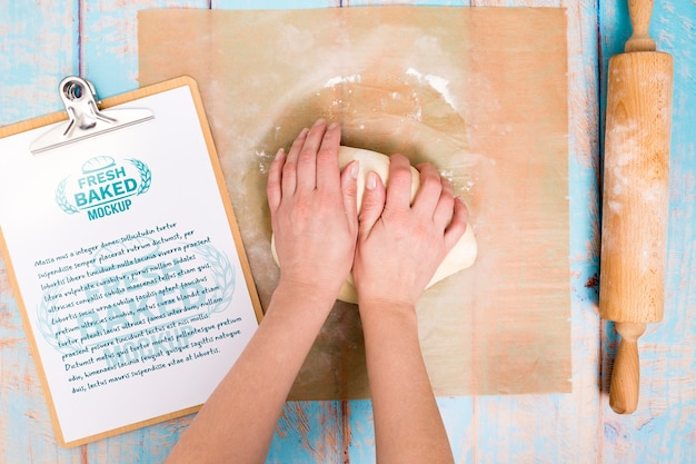 Pâte de boulangerie avec presse-papiers