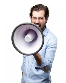 Patron donnant des ordres avec mégaphone