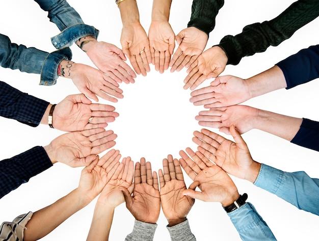 Paume des mains formant le cercle