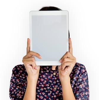 Personne tenant le concept de visage de tablette