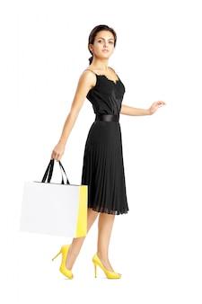 Personnes, vente, vendredi noir et concept de luxe - sacs à provisions femme.