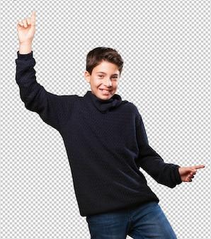 Petit garçon danse