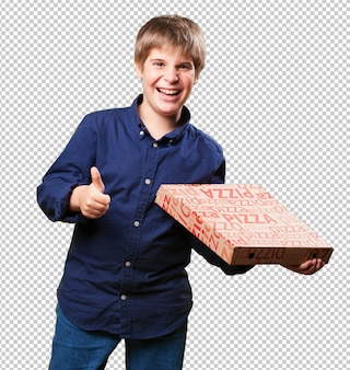Petit garçon tenant des boîtes à pizza