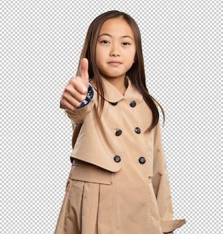 Petite fille chinoise faisant bon geste