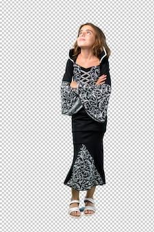 Petite fille habillée en vampire pour les fêtes de fin d'année