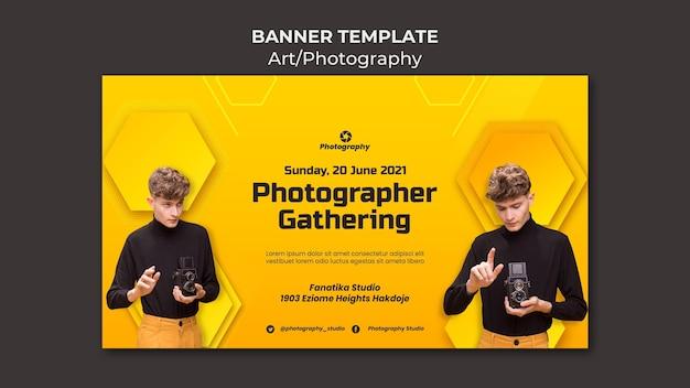 Photographe rassemblant un modèle de bannière