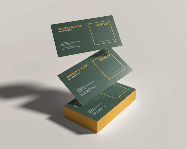 Pile carte de visite maquette avec carte flottante