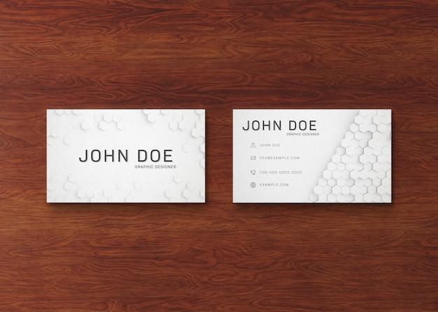 Pile de cartes de visite blanche sur une surface en bois