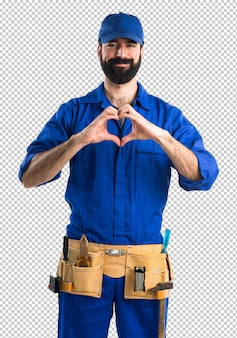 Plombier faire un coeur avec ses mains