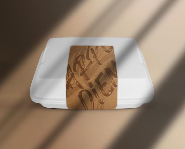 Pochette en papier avec maquette d'autocollant