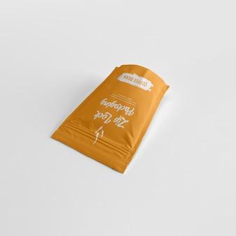 Pochette ziplock mate contenant de la poudre de café sur le dessus de la maquette