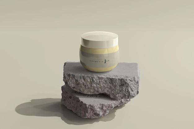 Pot cosmétique sur maquette de roches