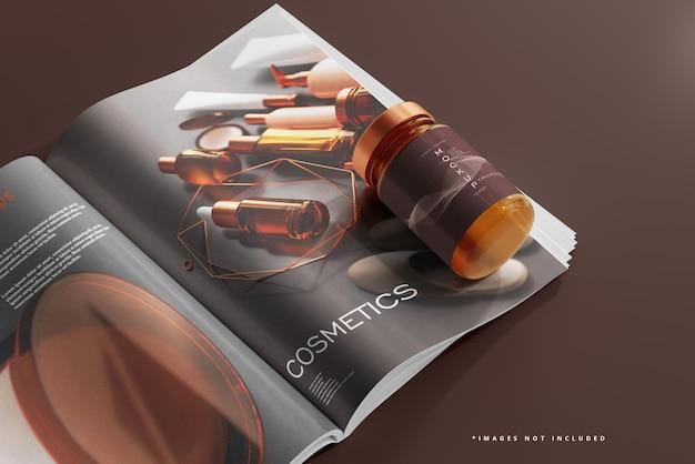 Pot cosmétique en verre ambré et maquette de magazine