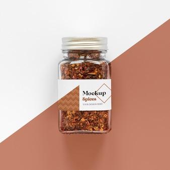 Pot d'étiquetage avec des épices