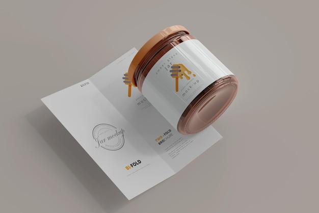 Pot Avec Maquette De Brochure Pliée En Deux Psd gratuit
