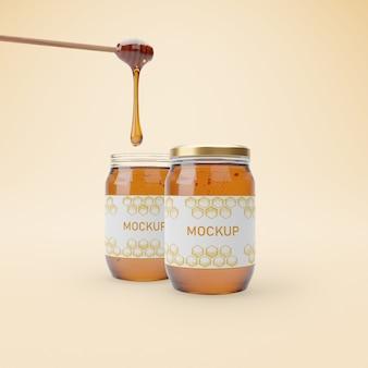 Pots avec une délicieuse maquette de miel