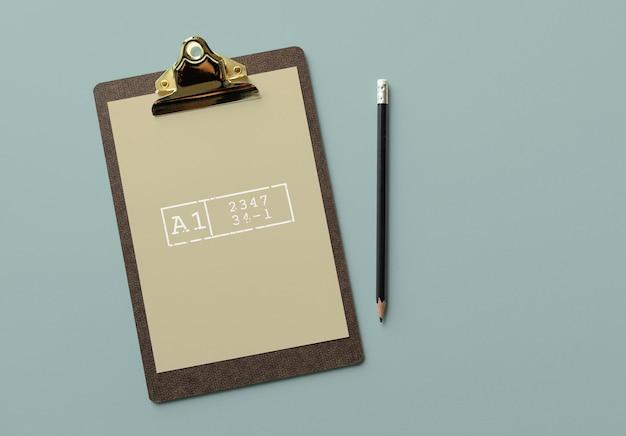 Presse-papiers avec une maquette de document