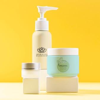 Produits cosmétiques en conteneurs