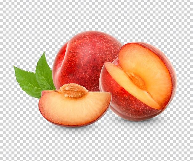 Prune rouge fraîche avec des feuilles isolées