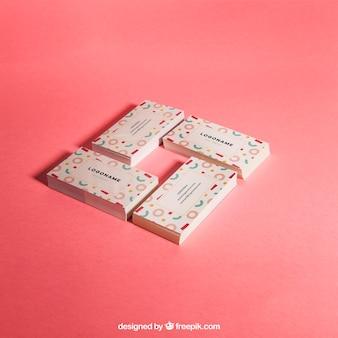 Quatre piles de cartes de visite