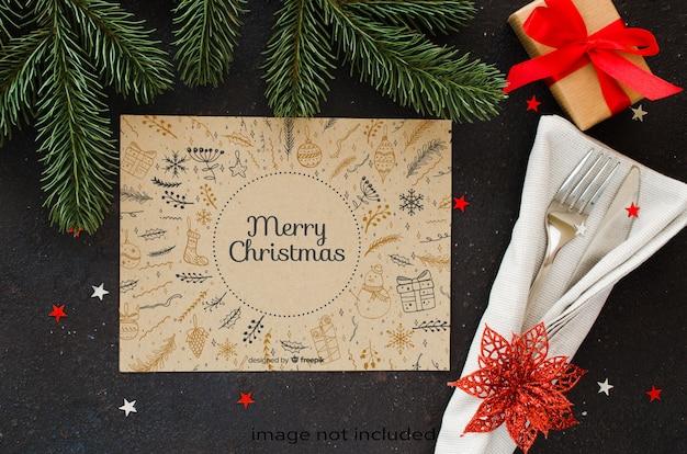 Réglage de la table de noël. fond d'hiver pour écrire le menu de noël ou du nouvel an.