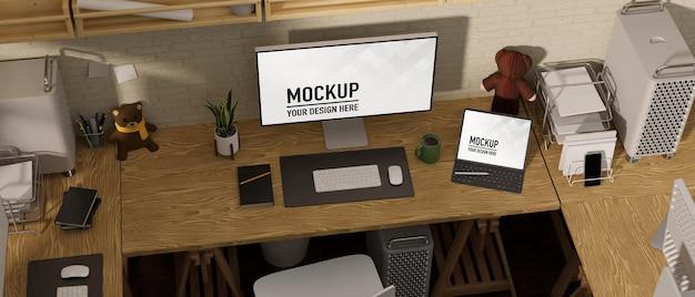 Rendu 3d de l'espace de travail de bureau avec écrans de maquette d'ordinateur