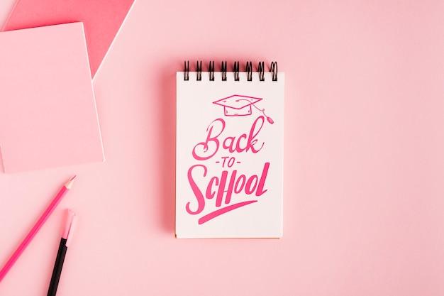 Retour à l'école avec bloc-notes