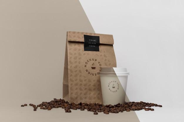 Sac en papier avec maquette de café