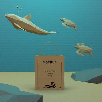 Sac en papier et vie sous-marine avec maquette