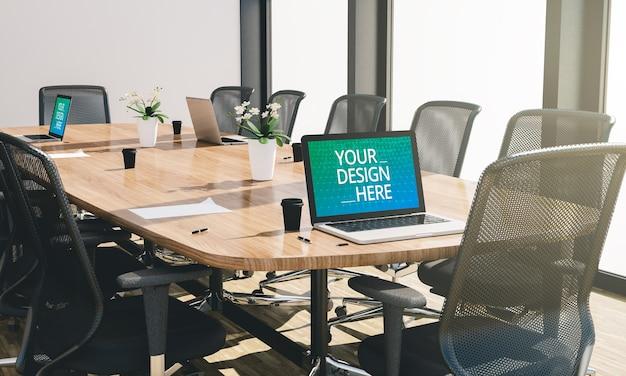 Salle de conférence ou de réunion avec maquette d'ordinateur en rendu 3d