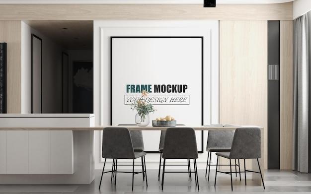 Salle à manger avec grande maquette de cadre photo