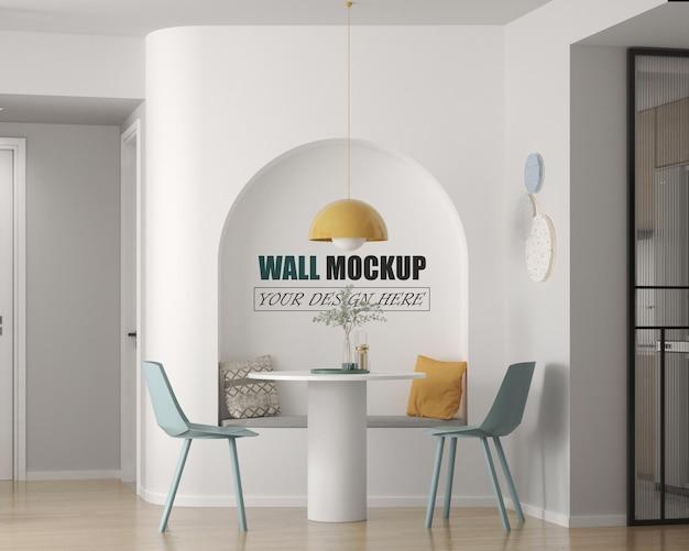 Salle à manger avec petite maquette murale de table ronde