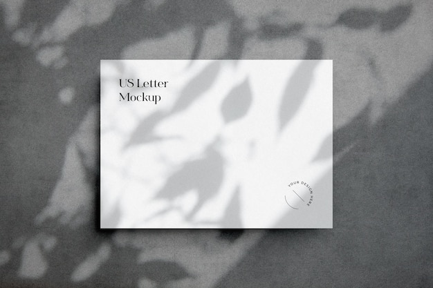 Scène de maquette en papier avec superposition d'ombre de feuilles