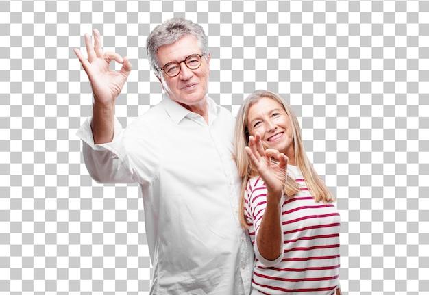 Senior cool mari et femme faisant un signe parfait