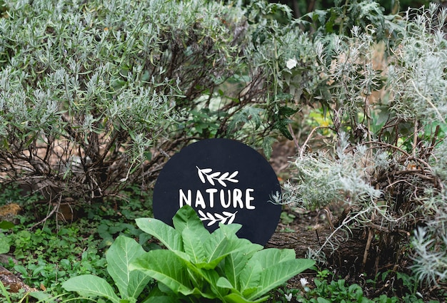 Signalisation ronde dans le jardin