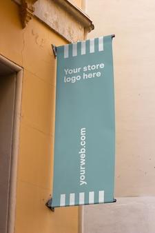Signe de la maquette à l'extérieur du magasin