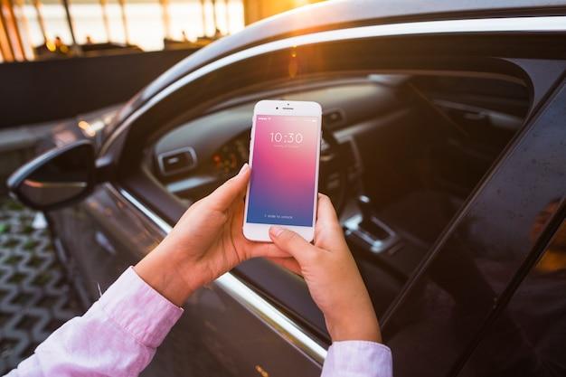 Smartphone maquette avec concept de voiture