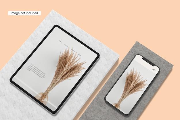 Smartphone et maquette de pad