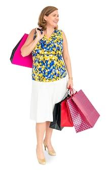 Studio shoot de femme avec des sacs