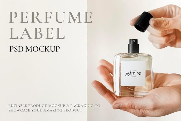 Style minimal de maquette de bouteille de parfum psd
