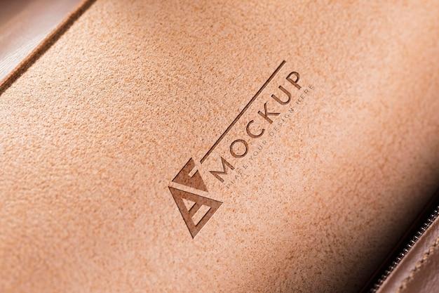 Surface en cuir marron avec fermeture éclair