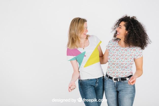 T-shirt maquette avec des femmes