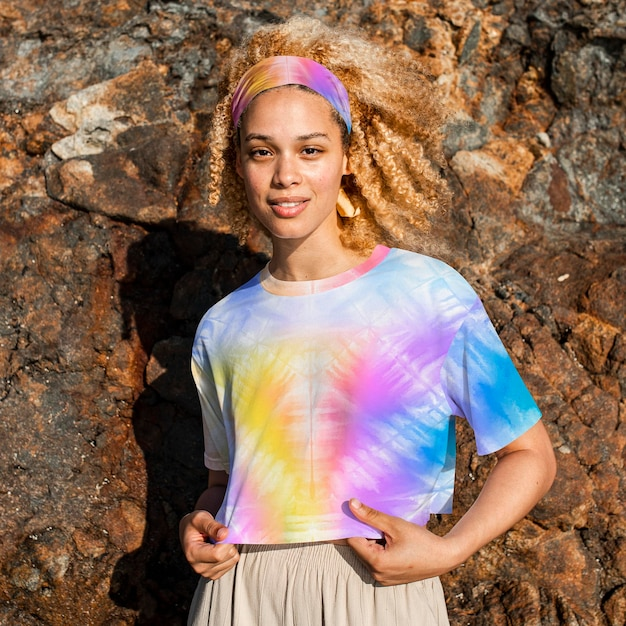 T-shirt en vêtements pour femmes à imprimé tie-dye coloré