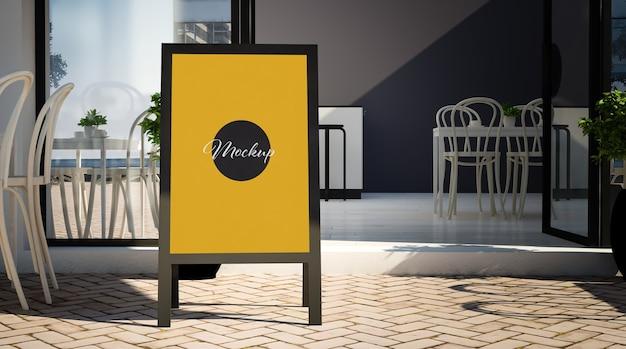 Tableau noir sur la maquette d'entrée du restaurant